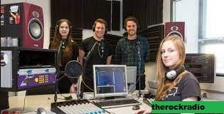 13 Stasiun Radio Perguruan Tinggi Terbaik